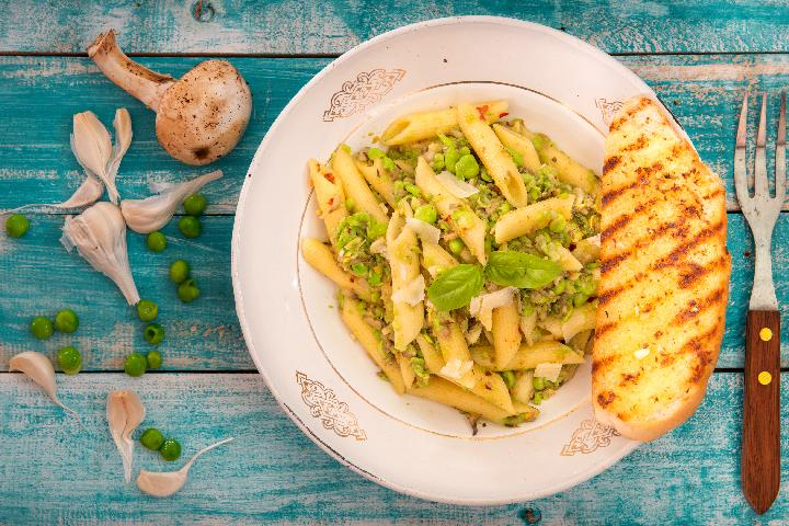 Penne with Mushroom and Green Peas